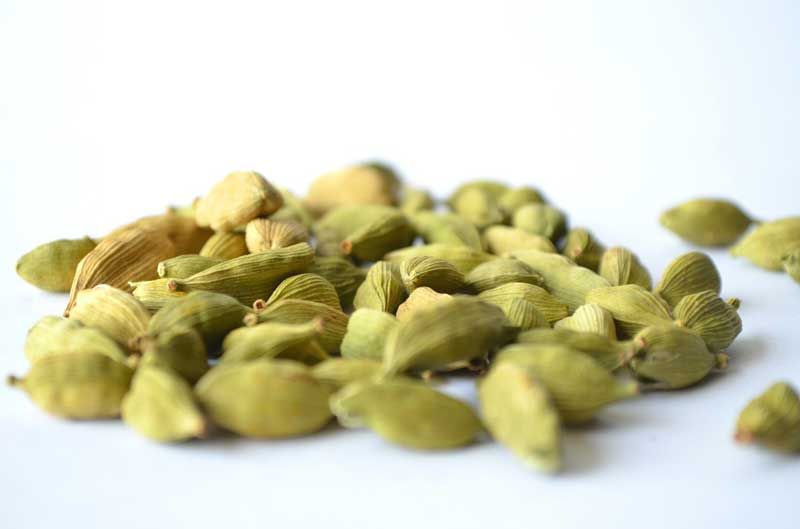 benefits of eating cardamom daily