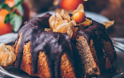 15+ Vegan Christmas Cakes That are Extremely Delicious