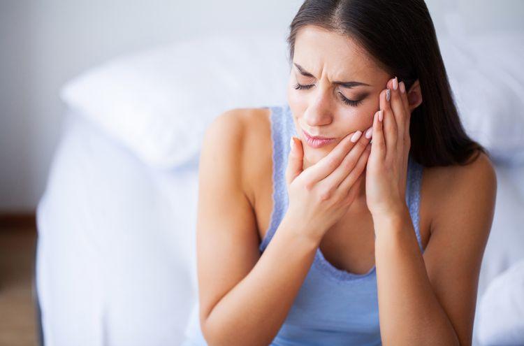 8 Best Essential Oils for Toothache That Works Wonder